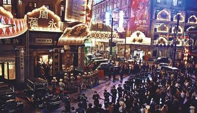 大上海戏曲名角打擂,奢华大场面在电视剧中相当罕见。