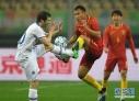 中国队队中,国脚大户广州恒大、江苏苏宁、山东鲁能、北京国安四家俱乐部未出一人;首场比赛的首发阵容里,只有队长蔡慧康是国家队常客。