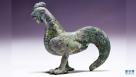这是1月11日在宜城市博物馆拍摄的修复完成的汉代鎏金铜鸡。新华社发(安富斌 摄)