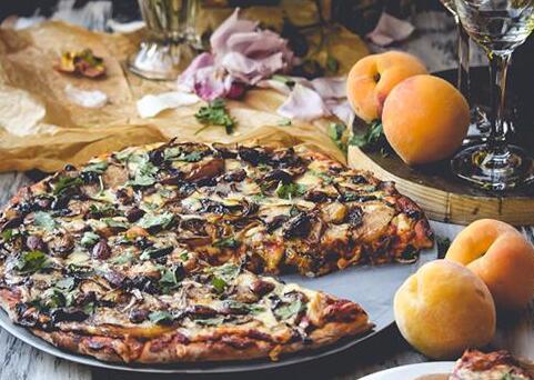 情人节烛光晚餐 自制披萨添浪漫