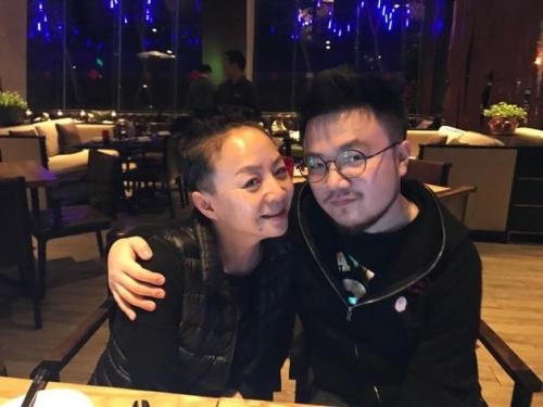宋丹丹和儿子巴图