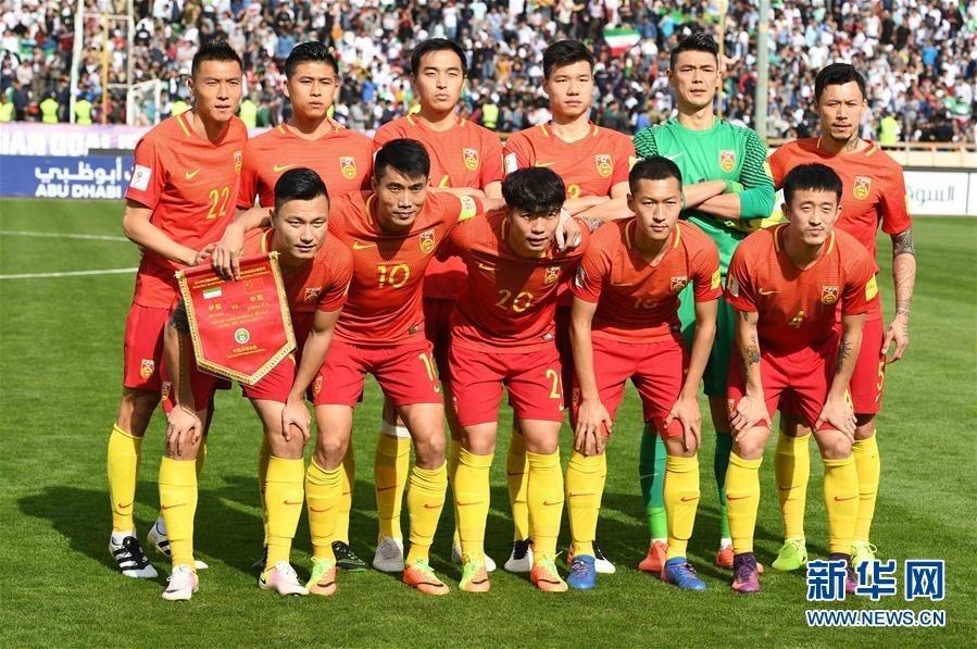 3月28日,中国队首发球员在比赛前合影。 新华社记者郭勇摄