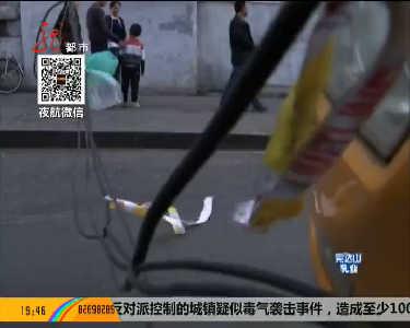 哈尔滨工程市街电线空中掉落砸坏大客车