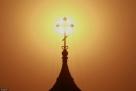 根据《哈尔滨市重污染天气应急预案》规定,哈尔滨市重污染天气应急指挥部办公室决定4月4日14时发布哈尔滨市重污染天气四级(蓝色)预警。预警解除时间另行通知。要求各地严禁野外焚烧秸秆;建筑工地采取措施控制扬尘污染;重点工业企业启动重污染天气应急预案,保证污染防治设施正常运行;加大重点道路清扫保洁强度,禁止露天烧烤。请广大市民做好健康防护,减少户外运动;建议公众和有关单位积极采取减排措施,减缓污染物积累。