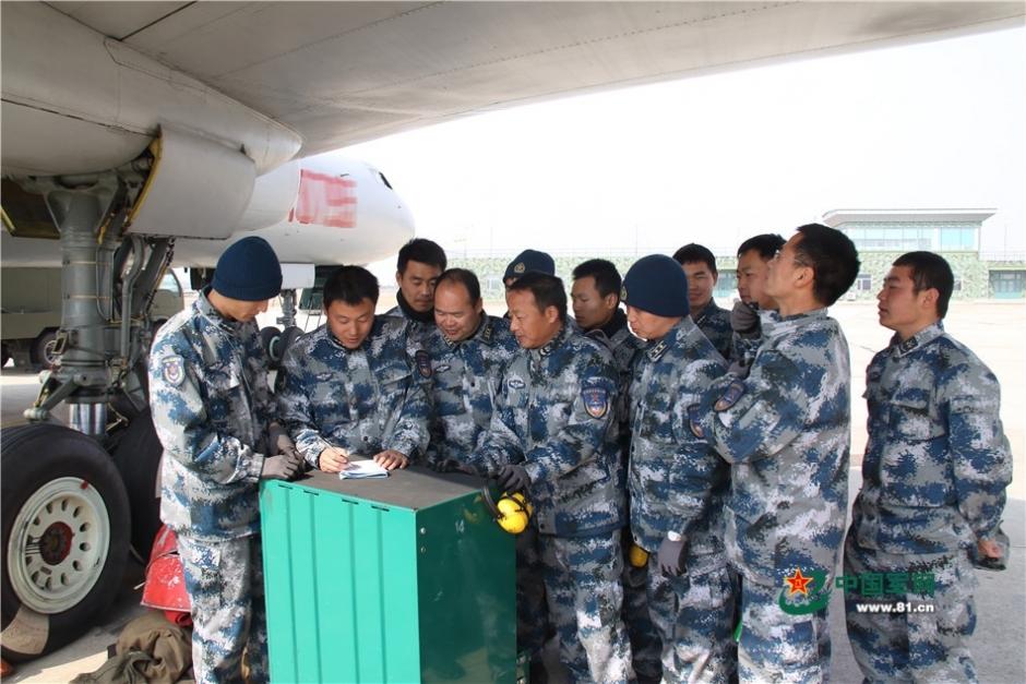 机务分队长分配任务。