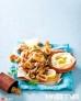 香炸鱿鱼圈,配希腊风味浓汤蘸酱(一种用番茄、榛子、杏仁、蒜泥、橄榄油等食材混合煮成的浓汤,可做蘸料)