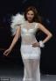 8日,林志玲亮相某时尚秀场,她身着黑白两套时装大走猫步,挥手微笑秀好身材性感满分。